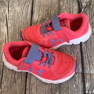 Pink under armor tennis shoes